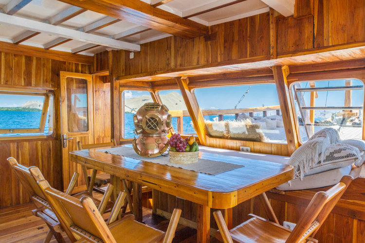 Best Komodo Liveaboard Experience for Couple Rounded Up